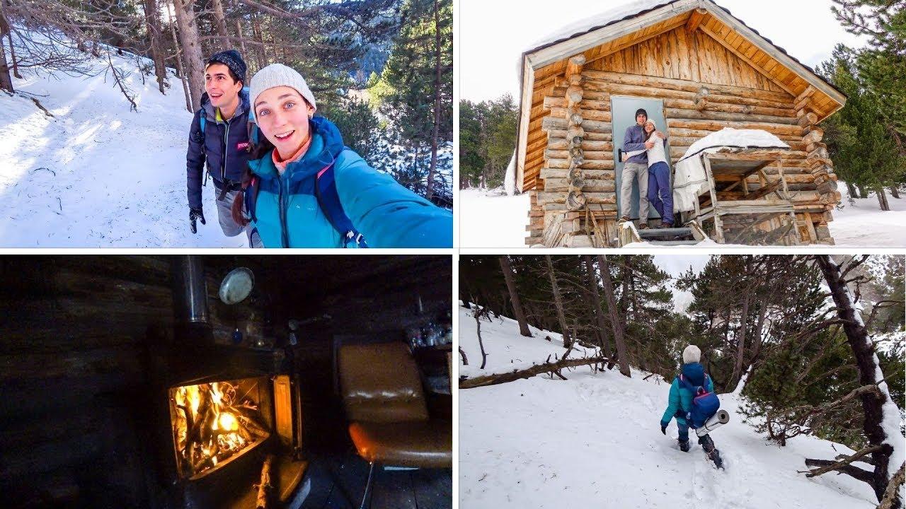 Randonnée folle dans plus de 1 mètre de neige! | Nuit dans la cabine de luxe dans les bois